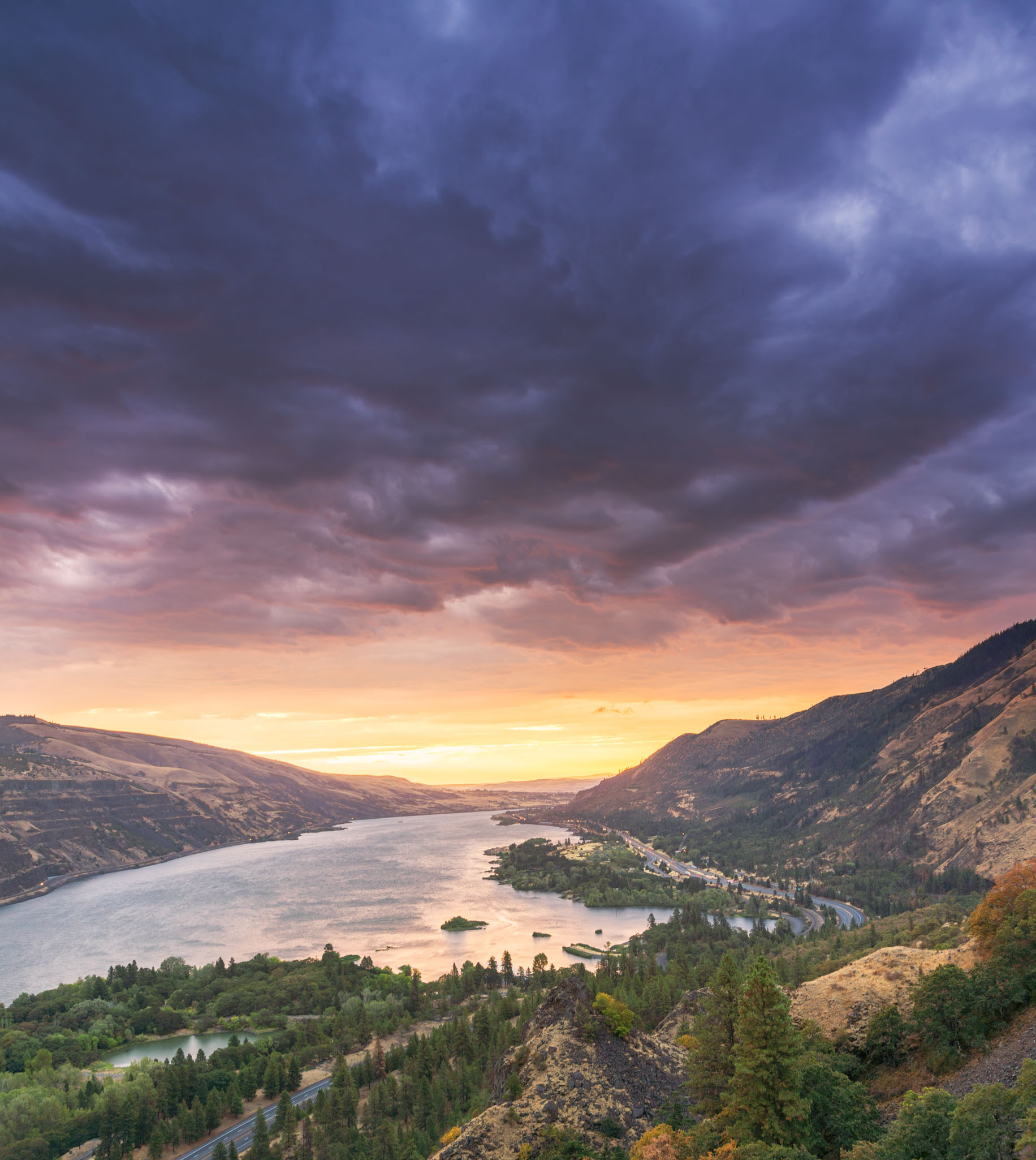 Rowena Crest at sunrise in the Columbia River Gorge